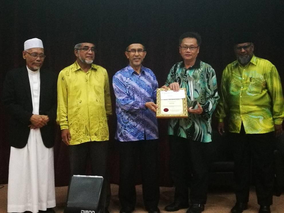 Saudara Lim Jooi Soon - Pengerusi MACMA Melaka yang mendapat anugerah dari Negeri Pulau Pinang