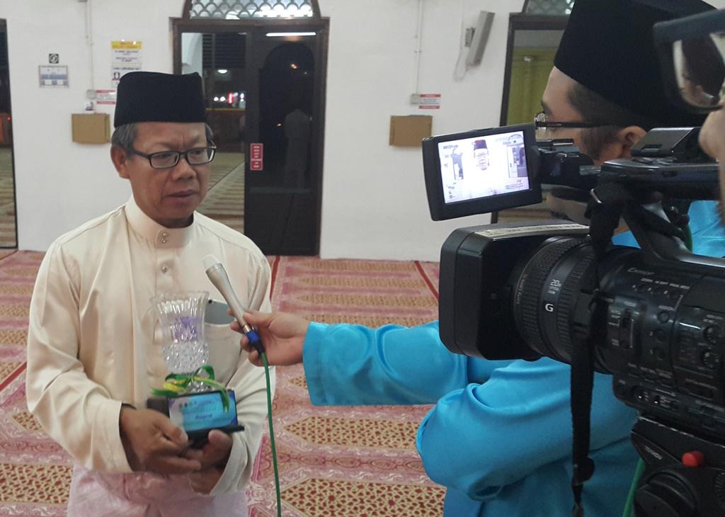 Saudara Muhammad Tan - Penolong Setiausaha MACMA Kelantan yang mendapat anugerah dari Negeri Kelantan